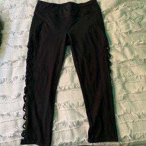 Betsey Johnson performance 3/4 cropped leggings